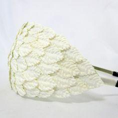 Vintage hat / fascinator med små hvide blade