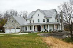White Farmhouse Exterior, Farmhouse Rules, Modern Farmhouse, Farmhouse Architecture, Old Farm Houses, House Front, House Floor Plans, Future House, Custom Homes