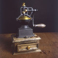 Do you have fond memories of an old fashioned coffee grinder? I can still remember the one my Granny used to grind her coffee. Are they making a comeback? http://themorningcoffeecup.com/memories-old-fashioned-coffee-grinder/