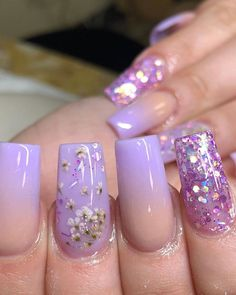 Best Summer Ombre Nails in 2019 Chic purple ombre nails 2019 with glitter and an accent floral nail for summer 2019 Purple Ombre Nails, Purple Acrylic Nails, Pastel Nails, Trendy Nails, Cute Nails, Fake Gel Nails, Minx Nails, Perfect Nails, Artificial Nails