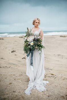 Moody and romantic winter beach wedding | Meredith Lord