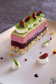 Cherry dessert, Mascarpone and Maria Luisa [recipe] Cherry Desserts, Fancy Desserts, Gourmet Desserts, Sweet Desserts, Plated Desserts, Just Desserts, Sweet Recipes, Delicious Desserts, Cake Recipes