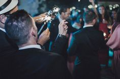 Wedding Planner: Detallerie. Bengalas para iluminar el primer baile de los novios. Sparklers to light up bride and groom first dance.