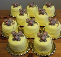Dětské dorty Cupcake Myšky v sýru   www.restaurace-bobovka.cz… Futurama, Cupcakes, Desserts, Food, Children, Tailgate Desserts, Cupcake, Deserts, Eten
