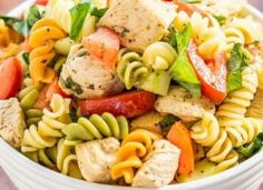 This Italian Chicken Pasta Salad is ready in 20 minutes! It's perfect for summer potlucks and BBQs, or as a no-fuss family dinner. Italian Chicken Pasta, Healthy Pasta Salad, Summer Potluck, Roma Tomatoes, Italian Seasoning, How To Cook Pasta, Healthy Eating, Dinner, Cooking