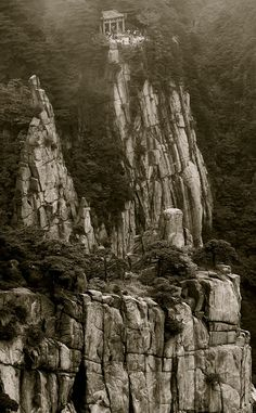 huang shan - china - By Florence Canal Chinese Mountains, Camera Art, Nature View, China Travel, Weird World, Florence, Mount Rushmore, Exotic, How To Memorize Things