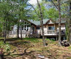New rental cottage listing for the summer with WRD Cottage Rental Agency. Sugar Lake 1 is located in the Muskokas (close to Parry Sound). It is a charming and well-equipped​ cottage to enjoy the outdoors and have fun with the family. Sleeps a maximum of 8 people in the cottage and two more in the bunkie. Comes with a row boat and paddle boat (you are responsible for your own life jackets for safety reasons), accepts small pets, swimming is off the dock, rocky shoreline.
