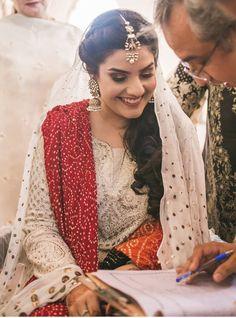 Nikah Ceremony, Engagement Dresses, Asian Bride, Indian Suits, Traditional Fashion, Pakistani Bridal, Girls Dpz, Woman Clothing, Dress Ideas