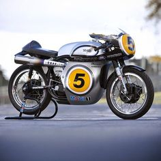 Fastest Norton Manx to ever lap the Isle of Man. Bruce Anstey rode it to victory in the GP1 class at IOM Classic TT. Winning the Hailwood Trophy with an 108.1 mph lap.