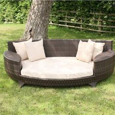 Love Sofa / Day Bed Brown All Weather Synthetic Outdoor Rattan Garden Furniture Lounger Rattan Daybed, Outdoor Daybed, Outdoor Decor, Sofa Daybed, Rattan Garden Furniture, Cool Furniture, Outdoor Furniture Sets, Sofa Area Externa, Outdoor Spaces