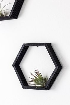Make these DIY hexagon shelves using popsicle sticks for some simple honeycomb budget-friendly home decor! Diy Room Decor Videos, Diy Crafts For Home Decor, Craft Stick Crafts, How To Make Honeycomb, Diy Jewelry Hanger, Popsicle Stick Art, Jewelry Box Makeover, Diy Regal, Hexagon Shelves
