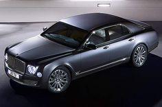Bentley, le luxe britanniqueLes ventes de Bentley peuvent aussi être qualifiées de confidentielles, à seulement 11.000 unités en 2014. Comptez environ 200.000 à 300.000 euros selon le modèle. Le constructeur automobile, créé à Londres après la première guerre mondiale, a été acquis par Volkwagen à la fin des années 1990, à l'occasion de la grande offensive de l'allemand dans le segment du luxe. La marque s'est illustrée dans les années 1920 par ses nombreuses victoires aux 24 heures du…