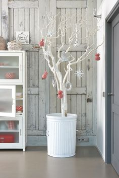 A rather immaculate looking white Christmas tree. Play it elegant and simple with this white Christmas tree adorned with small red and white embellishments.