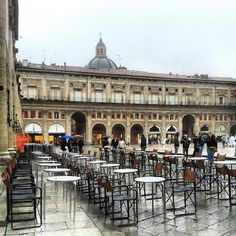 Buongiorno! It is a rainy day in #EmiliaRomagna and the temperatures are cold! Here we are in Piazza Maggiore in #Bologna, ready to take a ride in the historic center... don't forget the umbrellas!   #Pic by itsoriana_