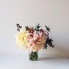 Floral arrangement by Alice Gao My Flower, Fresh Flowers, Beautiful Flowers, Flowers Vase, Floral Flowers, Ikebana, Deco Floral, Floral Arrangements, Flower Arrangement