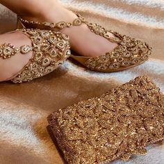 Gold Accessories, Wedding Accessories, Peacock Shoes, Indian Shoes, Indian Clothes, Indian Jewelry, Bridal Sandals, Bridal Shoe, Bridal Clutch