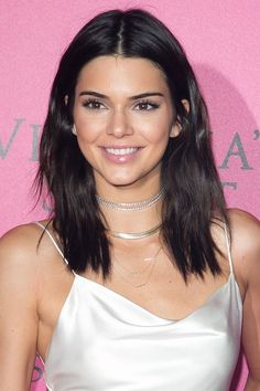 33 mid-length haircut ideas to try this winter and spring: Kendall Jenner hair cut ideas 40 Most Stylish Mid-Length Haircuts Medium Hair Cuts, Short Hair Cuts, Medium Hair Styles, Short Hair Styles, Medium Cut, Haircut Medium, Short Dark Hair, Kendall Jenner Short Hair, Kendall Jenner Make Up