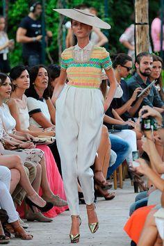 Los Pantalones globo son una opción menos trillada y fantástica también para ir de boda. Más aquí: http://www.esta-de-moda.es/moda-tendencias/lo-que-se-lleva/pantalones-para-bodas/