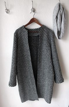 Cute coat!  Pattern from:   http://www.stofogstil.dk/Katalog/Monstre.aspx?group_id=9516