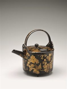 ? late16c-early17c Sake Ewer with Kudzu Vine Design 葛蒔絵銚子