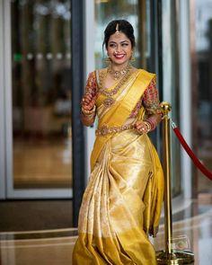 30 Épousée Kanjeevaram Saris que j& ce mois-ci - - Or Kanje . South Indian Wedding Saree, Indian Bridal Sarees, Bridal Silk Saree, Indian Bridal Fashion, Saree Wedding, South Indian Bride Jewellery, Gold Silk Saree, South Indian Weddings, Wedding Wear