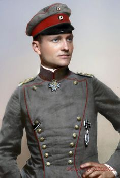 Epitome of a flying German Officer in the First World War - Manfred von Richthofen World War One, First World, Manfred Von Richthofen, Colorized Photos, Colorized History, German Soldiers Ww2, Flying Ace, German Uniforms, Fighter Pilot