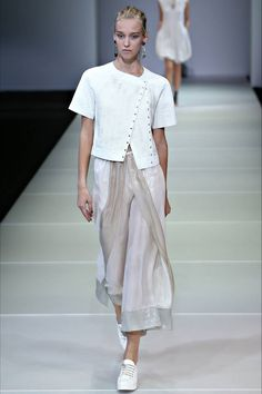 Giorgio Armani Spring 2015 https://www.facebook.com/122707367786423/photos/a.761000047290482.1073743123.122707367786423/761000753957078/?type=1