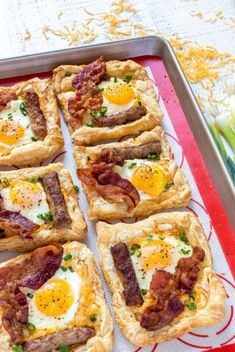 This easy BREAKFAST PIZZA RECIPE is perfect for Sunday brunch. Made with puff pastry, cheese, bacon, and sausage it's savory, satisfying and delicious! Pizza Recipes, Brunch Recipes, Dinner Recipes, Cooking Recipes, Potluck Breakfast Recipes, Party Recipes, Easter Recipes, Drink Recipes, Breakfast Pizza