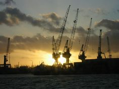 Port of Rotterdam / Rotterdamse Haven. Altijd indrukwekkend en altijd bedrijvig. Op weg naar Hoek van Holland (boot naar Engeland) passeerden we de uitgestrekte havengebieden.