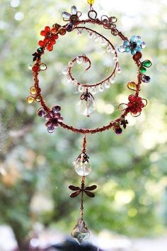 SunCatcher Garden by AuroraLightsJewels on Etsy Wire Crafts, Bead Crafts, Wire Wrapped Jewelry, Wire Jewelry, Mandala Nature, Carillons Diy, Sun Catchers, Copper Wire Art, Wire Ornaments