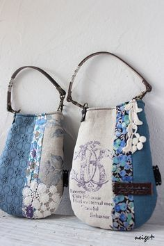Linen and denim with lacy bits for a sweet little bag Handmade Purses, Handmade Handbags, Patchwork Bags, Quilted Bag, Crazy Patchwork, Patchwork Patterns, Denim Handbags, Purse Patterns, Denim Bag