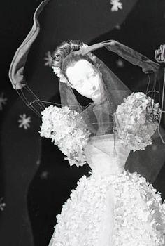 Theatre de la Mode Paris 1945   da Béla Bernand