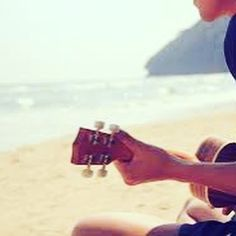 Today is world environment day. We can't think of a better environment to be strumming the #ukulele than the beach! (Not what we are currently doing as we're looking forward to starting our absolute beginners off later...!) http://j.mp/2LNQxZO