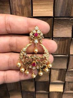 Saved by radha reddy garisa Chand Bali Earrings Gold, Gold Jhumka Earrings, Gold Bridal Earrings, Buy Earrings, Jewelry Design Earrings, Gold Earrings Designs, Beaded Jewelry, Gold Bangles Design, Gold Jewellery Design