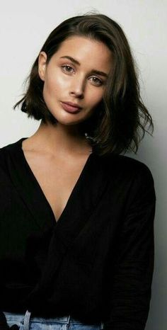 35 Trendy Blunt Short Bob Haircuts for Your Inspiration, Blunt Short Bob Haircuts From year to year, blunt short bob haircuts are traditionally topped by the lists of the most popular female haircuts. Short Blunt Haircut, Blunt Bob Haircuts, Medium Bob Hairstyles, Hairstyles With Bangs, Short Blunt Bob, Blunt Bob With Fringe, Bob Hairstyles Brunette, Brunette Bob Haircut, Blunt Lob