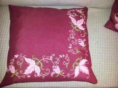 Las Cositas de Gini: Cojines rojos con flores en rosa