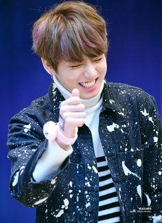Jungkook is 캐..캡짱!! ❤ BTS Myeongdong Fansign (170224) #BTS #방탄소년단