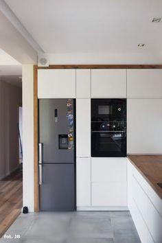 Dom w złoci Kitchen Room Design, Kitchen Cabinet Design, Modern Kitchen Design, Home Decor Kitchen, Interior Design Kitchen, Home Kitchens, White Wood Kitchens, Modern Kitchen Interiors, New Kitchen Cabinets