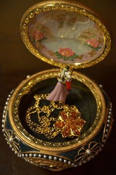 vanessa kate music box and necklace