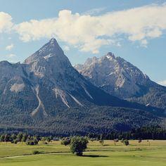Esse cenário dos arredores de Zugspitze (a maior montanha da Alemanha na fronteira com a Áustria) é algo.  . . . #Zugspitze #austria #germany #alemanha #deutschland #visitgermany #germanytourism #feelaustria #visitaustria #bavaria #tyrol #mountain #montanha #natureza #nature