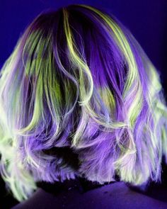 Where art meets style.  #neonhairbattle #neonmania  Started by removing previous Kenra Creative colors with @kenraprofessional highlift natural with double 20 toned using 7SM with violet booster and 10 volume at shampoo bowl for 10 minutes.  Hand painted using Kenra Neons yellow green/yellow green mix violet violet/charcoal mix blue and fuschia.  Totally hand painted using @colortrak little brushes.  Model @princesspike13 . . . . . . . #modernsalon #fckinghair #glowinthedark #blacklight…
