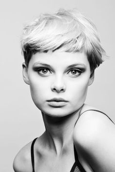Pixie two-tone hair with short bangs.