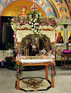Beautifully decorated kouvouklion carrying the Epitaphios. Greek Icons, Orthodox Easter, Greek Easter, Christ Is Risen, Church Flowers, Orthodox Christianity, Faith Prayer, Holy Week, Macedonia