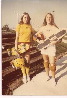 We are absolutely loving these stylish photos of female shredders from the 'Golden Era' of skateboarding. Skaters include Laura Thornhill, Kim Cespedes, Ellen O Neal, Patti… Girls Skate, Fc Barcalona, Vintage Skateboards, Skate Shop, Skater Girl Outfits, Skate Outfits, Young Girl Fashion, Skate Style, Comme Des Garcons