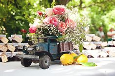 Blooms + toy trucks | Rustic Wedding Inspiration | Victoria Rodrigues Photographs