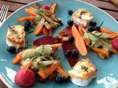 Salat aus Wurzegemüsen mit Heidelbeeren und Ziegenkäse  Freunde am Kochen Vegetable Pizza, Low Carb, Vegetables, Food, Salads, Friends, Cooking, Vegetable Recipes, Eten