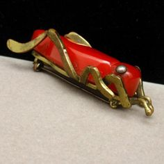 Vintage Bakelite & Brass Grasshopper Insect Bug Brooch http://www.ebay.com/itm/Grasshopper-Pin-Vintage-Bakelite-Brass-Insect-Bug-Brooch-/290774073648?pt=Vintage_Costume_Jewelry=item43b37c4130