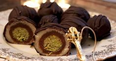 pistachio, almond, chocolate truffles Wonderful candy known as Mozartkugeln Recipe Czech Desserts, Mini Desserts, Sweet Recipes, Cake Recipes, Ice Cream Candy, Croatian Recipes, Sweet Breakfast, Baking Cupcakes, Sweet Cakes