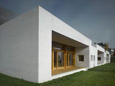 best architects architektur award // Gredig Walser Dipl. Architekten / Erweiterung Schulanlage mit Dreifachkindergarten in Samedan / best architects 14 / Öffentliche Bauten
