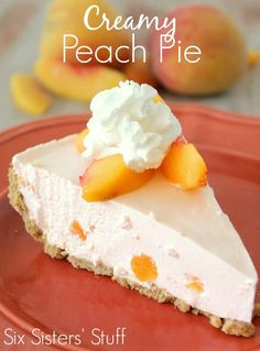 Six Sisters' Stuff: Creamy Peach Pie. It's a light, fluffy, low calorie, fresh dessert recipe - just in time for summer! Low Calorie Desserts, No Bake Desserts, Just Desserts, Delicious Desserts, Dessert Recipes, Yummy Food, Dinner Recipes, Dessert Healthy, Frozen Desserts